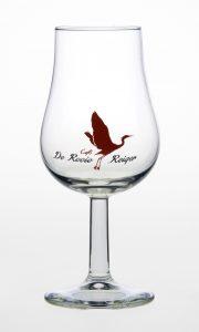 Glas met gekleurd logo